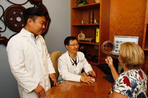 Dr. Bae and Dr. Kim with patient